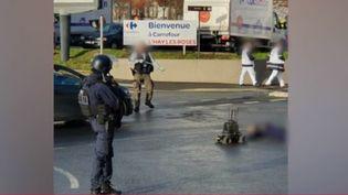 Une attaque au couteau a eu lieu à Villejuif (Val-de-Marne), vendredi 3 janvier, à 14 heures. Un homme a été tué et deux autres personnes blessées, dont une très grièvement. (France 2)