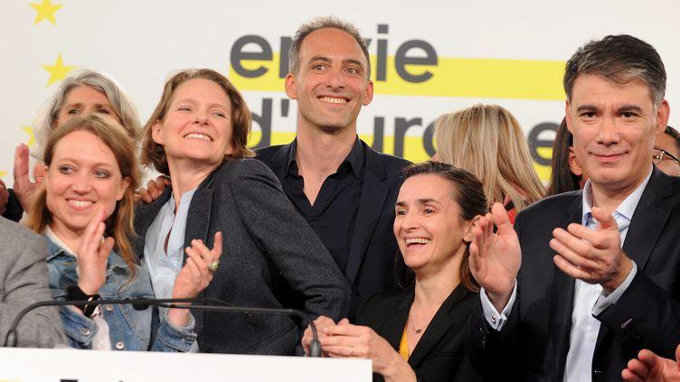 Raphaël Glucksman, tête de liste Nouvelle donne PS/Place publique, aux côtés notamment d'Olivier Faure, le 6 avril 2019 à Toulouse. (FREDERIC CHARMEUX / MAXPPP)