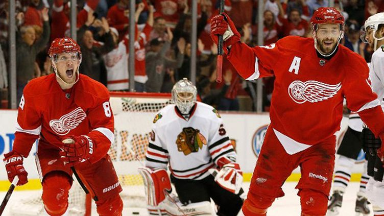Les Red Wings Justin Abdelkader et Pavel Datsyuk tout à leur joie