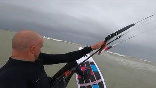 Le kitesurf fait de plus en plus d'adeptes dans la baie de Somme. (CAPTURE ECRAN FRANCE 2)