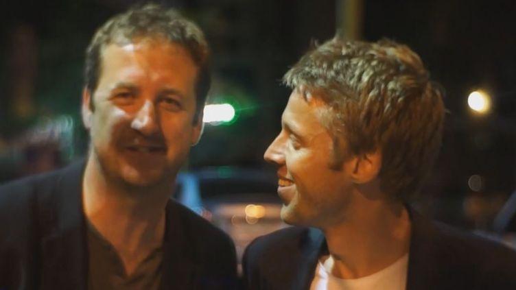 Capture d'écran d'une vidéo montrant Adrian Butterworth (G) et Gunnar Garfors (D)lors de leur voyage, le 8 juin 2012. (YOUTUBE)
