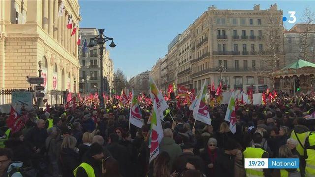 """Marseille : syndicats et """"gilets jaunes"""" main dans la main"""