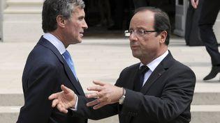 François Hollande et le ministre du Budget, Jérôme Cahuzac, le 4 juillet 2012, à l'Elysée. (BERTRAND GUAY / AFP)