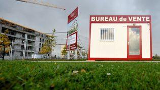 Un bureau de vente de logements neufs dans le quartier Beaulieu à Caen (Calvados), le 3 octobre 2008. (MYCHELE DANIAU / AFP)