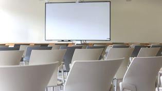 Une salle de conférence. Photo d'illustration. (LEYLA VIDAL / MAXPPP)