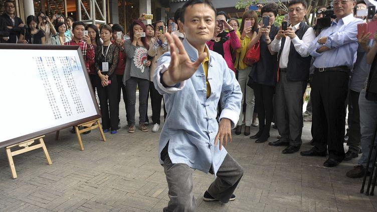 Jack Ma en démonstration de Tai Chi, le 10 mai 2013 àHangzhou (Chine). (CHINA DAILY CHINA DAILY INFOR / REUTERS)