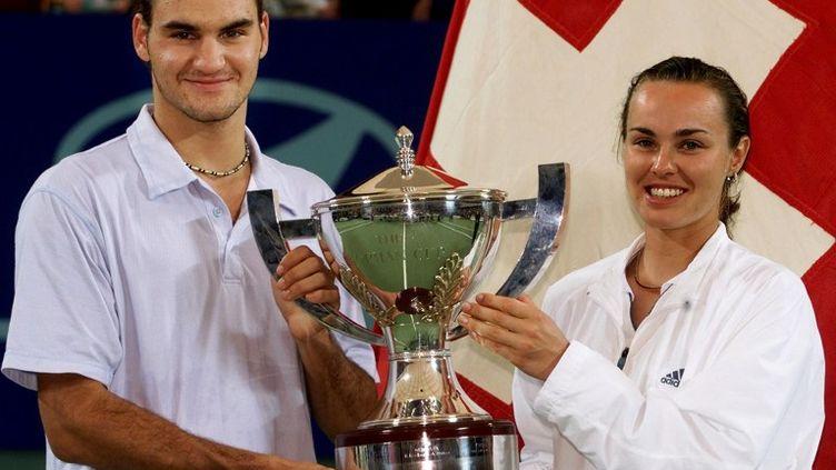 Roger Federer et Martina Hingis, vainqueurs de la Hopman Cup en 2001 avec la Suisse (GREG WOOD / AFP)