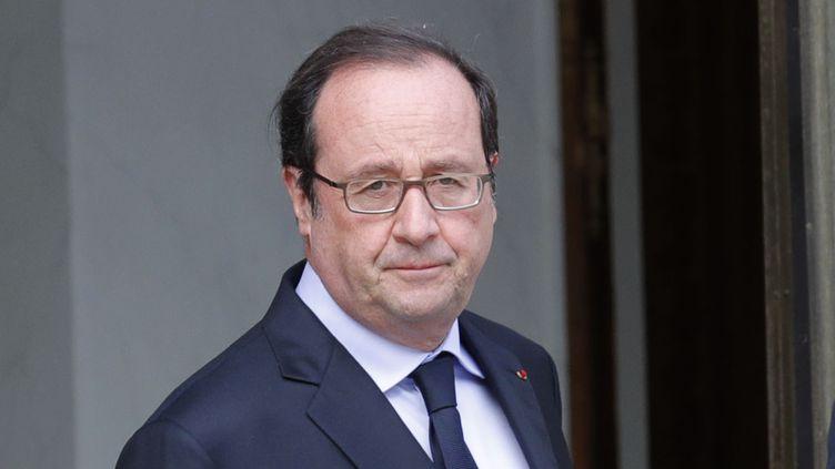 (François Hollande à la sortie de la réunion de crise à l'Elysée, ce mardi matin © REUTERS/Philippe Wojazer)