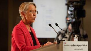 Elisabeth Borne, ministre du Travail, lors de la conférence de presse du 26 novembre 2019 sur le Covid-19 ou une garantie de ressources a été annoncée. (AFP)