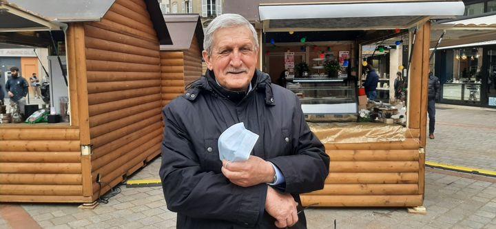 """Émile Roger Lombertie, maire de Limoges, au """"village des restaurateurs"""", en mars 2021. (SEBASTIEN BAER / RADIO FRANCE)"""