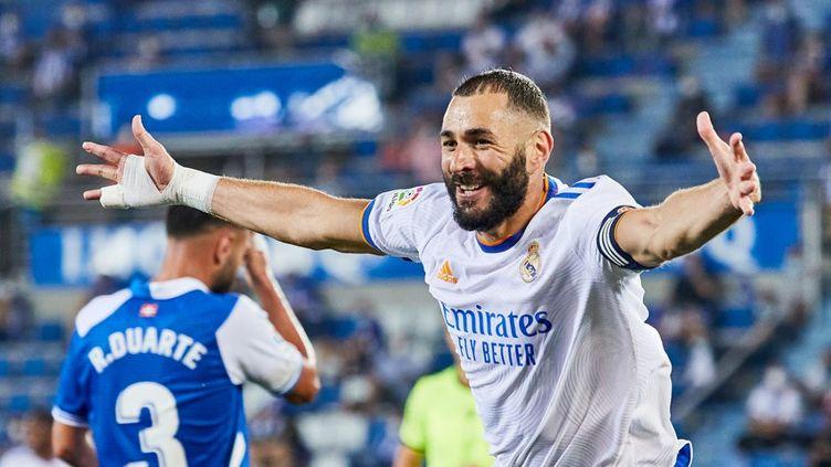 Karim Benzema célèbre son but face au Deportivo Alavés, le 14 août 2021, à Vitoria (Espagne). (INIGO LARREINA / SPAIN DPPI)