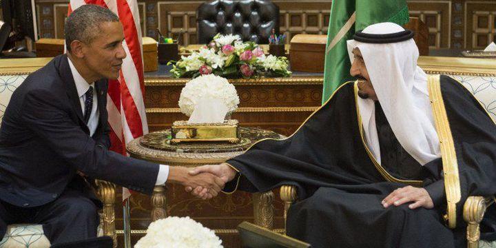 Le président Barack Obama présente ses condoléances au Roi Salman Ben Abdel Aziz à Riyad, le 27 janvier 2015, après la mort de son prédecesseur, le roi Abdallah. (Saul Loeb/AFP)
