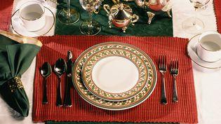 Les repas représenteront 33% des dépenses de Noël des Français en 2013, selon une étude du cabinet Deloitte. (STOCKBYTE / GETTY IMAGES)