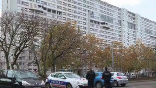 La police a été prise pour cible dans la soirée du lundi 25 octobre, à Lyon (Rhône). Alors que des membres de la BAC surveillaient un trafic de stupéfiants dans le quartier de la Duchère, ils ont essuyé des tirs, et répliqué. (CAPTURE D'ÉCRAN FRANCE 3)