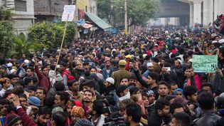 Des Indiens manifestent à Seelampur, près de New Delhi, le 17 décembre 2019. (JAVED SULTAN / ANADOLU AGENCY / AFP)