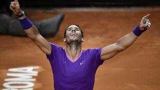 Rafael Nadal s'est offert la décima sur l'ocre italienne. (FILIPPO MONTEFORTE / AFP)