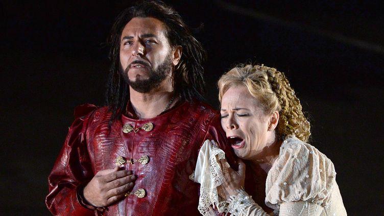 Roberto Alagna chante son premier Otello aux Chorégies d'Orange aux côtés de la soprane Inva Mula qui interprète Desdemone  (BORIS HORVAT / AFP)