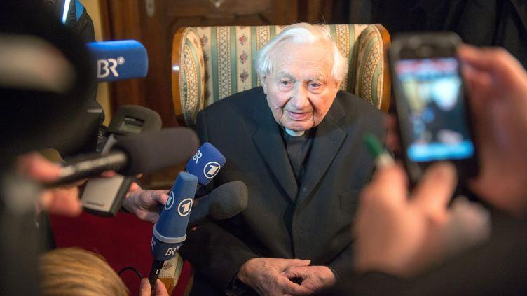 Georg Ratzinger, frère de l'ancien pape Benoît XVI,à Regensburg, dans le sud de l'Allemagne, le 7 juin 2011. Ce dernier a dirigé le chœur de Ratisbonne pendant trente ans. (ARMIN WEIGEL / DPA)