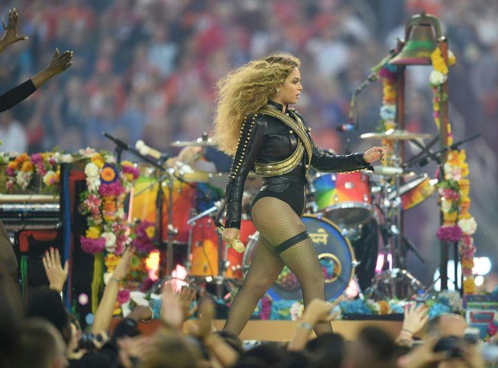 Beyoncé durant le Super Bowl 2016, le 7 février 2016  (TIMOTHY A. CLARY / AFP)