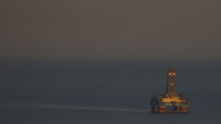 Une plateforme pétrolière au large de Limassol (Chypre), le 5 juin 2020. (DANIL SHAMKIN / NURPHOTO / AFP)
