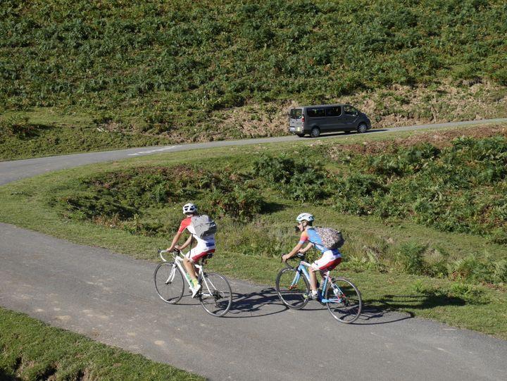 Navette ou vélo, deux façons de monter au sommet du Port de Balès