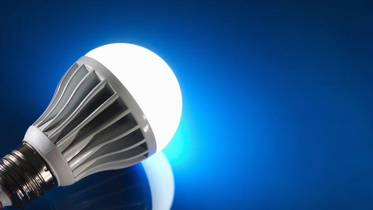 Une ampoule à LED. (RAFE SWAN / CULTURA CREATIVE / AFP)