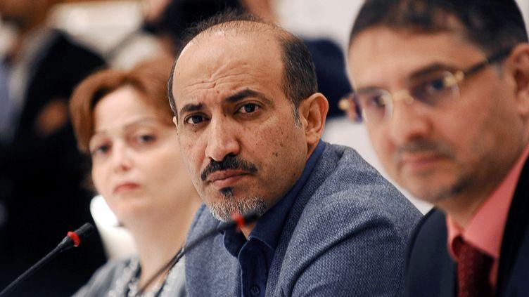 Le président de la Coalition nationale syrienne, Ahmad Jarba (C), le 9 novembre 2013 à Istanbul (Turquie). (BULENT KILIC / AFP)