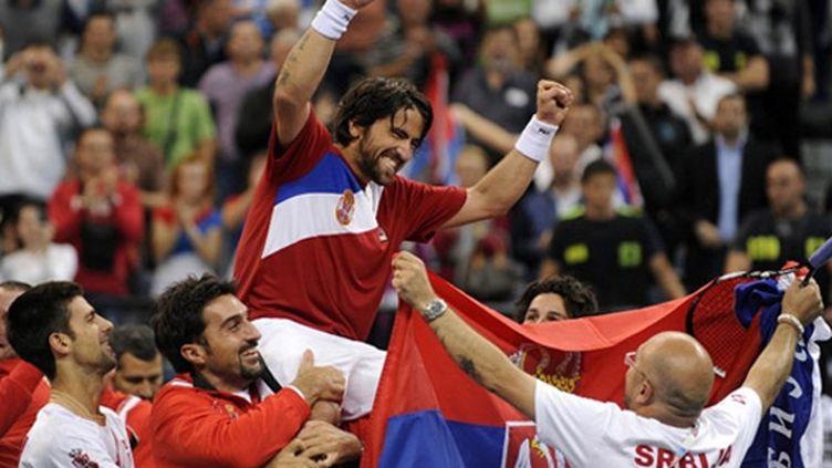 La joie des Serbes dans leur antre de Belgrade