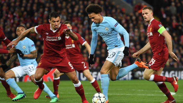 Leroy Sane (Manchester City) accélère dans la défense de Liverpool (PAUL ELLIS / AFP)