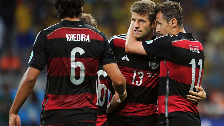 Thomas Müller(numéro 13)et Miroslav Klose(numéro 11) après le deuxième but de l'Allemagne contre le Brésil, mardi 8 juillet 2014, en demi-finale de la Coupe du monde, à Belo Horizonte (Brésil). (CHRIS BRUNSKILL/NEWSCOM/SIPA / SIPA USA)