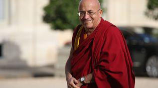 Le moine bouddhiste Matthieu Ricard arrive à l'Elysée, le 21 septembre 2013. (KENZO TRIBOUILLARD / AFP)