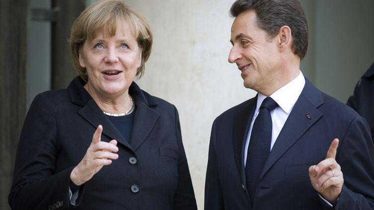 Angela Merkel et Nicolas Sarkozy le 5 décembre 2011 lors de leur rencontre à Paris. (LIONEL BONAVENTURE / AFP)