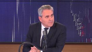 """Xavier Bertrand,président de la région Hauts-de-France était l'invité du """"8h30 franceinfo"""", vendredi 2 avril 2021. (FRANCEINFO / RADIOFRANCE)"""