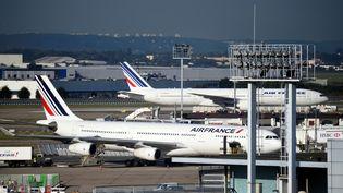 Des avions Air France sur le tarmac de l'aéroport d'Orly, le 18 juillet 2017. (ERIC FEFERBERG / AFP)