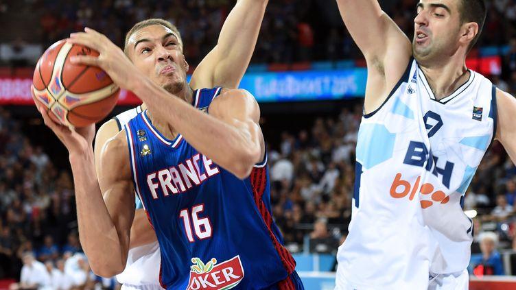 Le basketteur français Rudy Gobert lors du match France-Bosnie de l'Eurobasket, à Montpellier, le 6 septembre 2015. (PASCAL GUYOT / AFP)