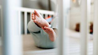 Le syndrome du bébé secoué concerne quelque 200 nourrissons chaque année. (Photo d'illustration) (FABIAN STRAUCH / DPA / AFP)