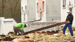 Dans le tiers nord de la France, après le passage de la tempête Ciara on mesure l'ampleur des dégâts dans tous les secteurs qui ont été frappés. L'heure est au nettoyage et aux réparations. (France 2)