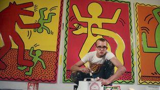 Keith Haring, sur une photo exposée au Musée d'Art Moderne de la Ville de Paris, 2013.  (Julien Fontenay / AFP)