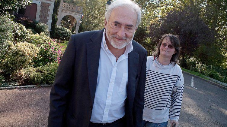 L'ancien directeur du FMI, Dominique Strauss-Kahn, sort de l'Hôtel de Ville de Sarcelles (Val-d'Oise), le 16 octobre 2011. (ROMAINCHAMPALAUNE / SIPA)