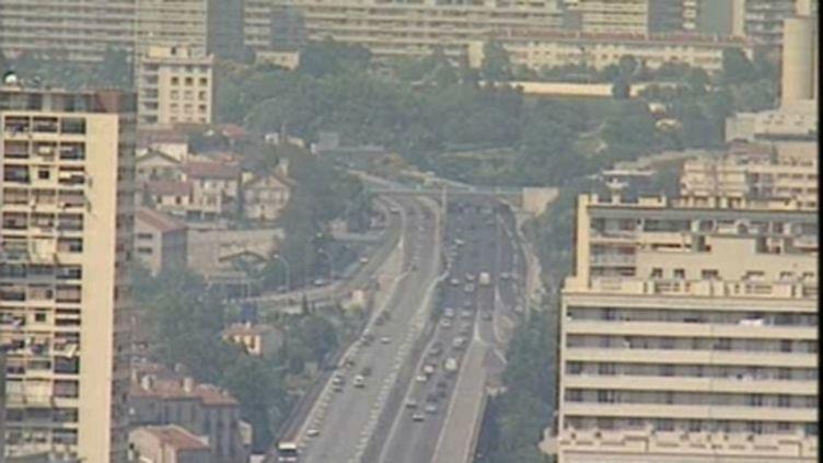 Nuage d'ozone à Marseille, jour de grande chaleur (Archives) Fr. 3 (© France)
