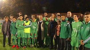 Vingt-cinq jeunes footballeurs du quartier des Izards, à Toulouse, ont décidé de mener plusieurs actions symboliques pour combattre les clichés et les préjugés. (CAPTURE D'ÉCRAN FRANCE 3)