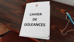 Dans plusieurs mairies, des cahiers de doléances ont été mis à disposition des habitants, dans le cadre du grand débat national. (VALERY HACHE / AFP)