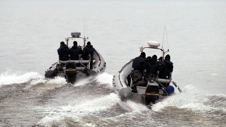 Une opération du GIGN sur le lac Léman (Haute-Savoie), le 30 avril 2003. (ROBERT PRATTA / REUTERS)