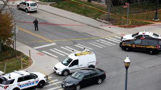 La police sécurise lecampus de l'université de l'Ohio à Columbus, aux Etats-Unis, lundi 28 novembre 2016. (KIRK IRWIN / GETTY IMAGES NORTH AMERICA /AFP)