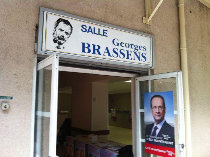 L'entrée de la salle Georges Brassens, à Tournon-sur-Rhône, où les militants socialistes locaux ont regardé le débat. (ST)