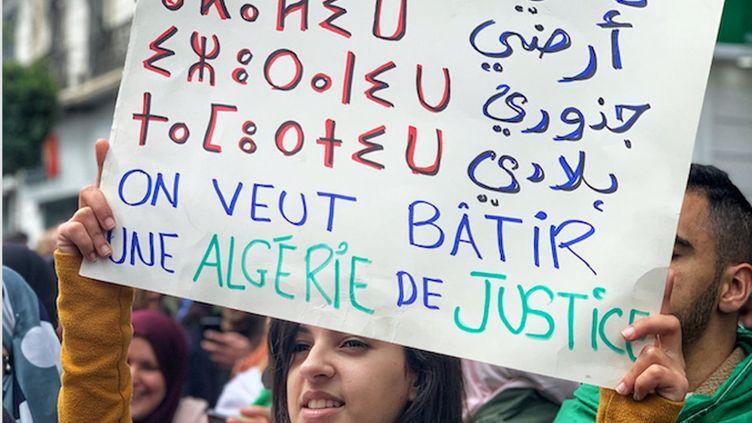 Lors d'une marche pacifique à Alger... (RIAD KACED,AUTHOR PROVIDED)