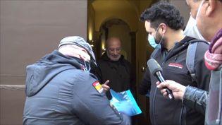 """L'association """"Maite"""" apporte des masques et des gants aux personnes les plus fragiles et isolées. (GILLES GALLINARO / RADIO FRANCE)"""