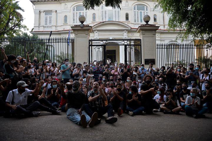 LeMouvement San Isidro, collectif d'artistes et intellectuels,réclame notamment plus de liberté d'expression. (YAMIL LAGE / AFP)
