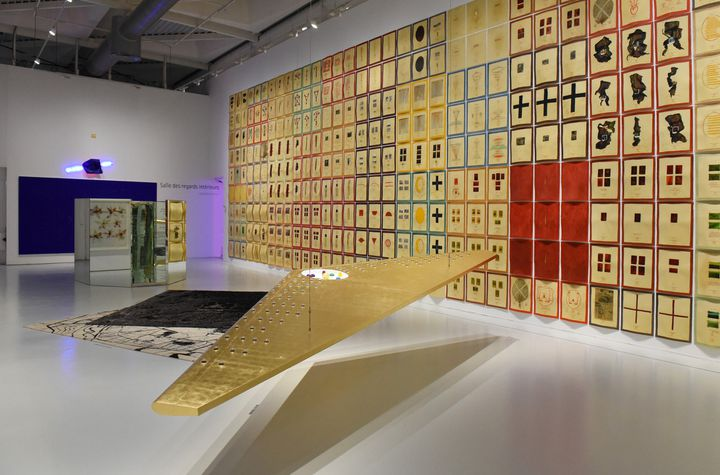 """""""Daïdalopolis"""", 2016, techniques mixtes, bois, peinture acrylique, feuille d'or et divers matériaux  (Charlotte Piérot © Saint-Etienne Métropole - ADAGP, Paris 2016)"""