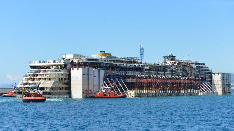 """Le """"Costa Concordia"""" à Gênes, en Italie, le 27 juillet 2014. ( DAVIDE GENTILE / AGF / SIPA )"""